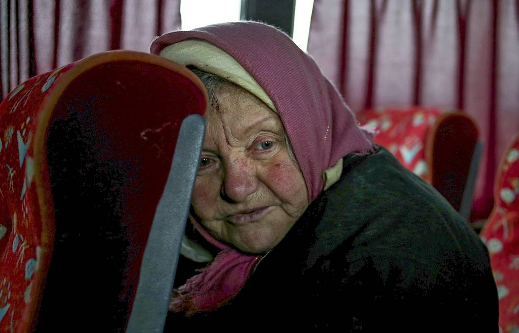 Local woman waiting for evacuation from Debaltsevo, Ukraine EPA/ANASTASIA VLASOVA