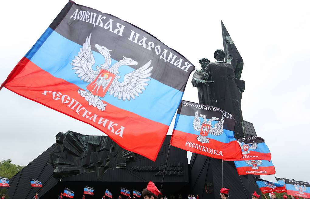 Flags of the Donetsk People's Republic  Alexander Kravchenko/TASS