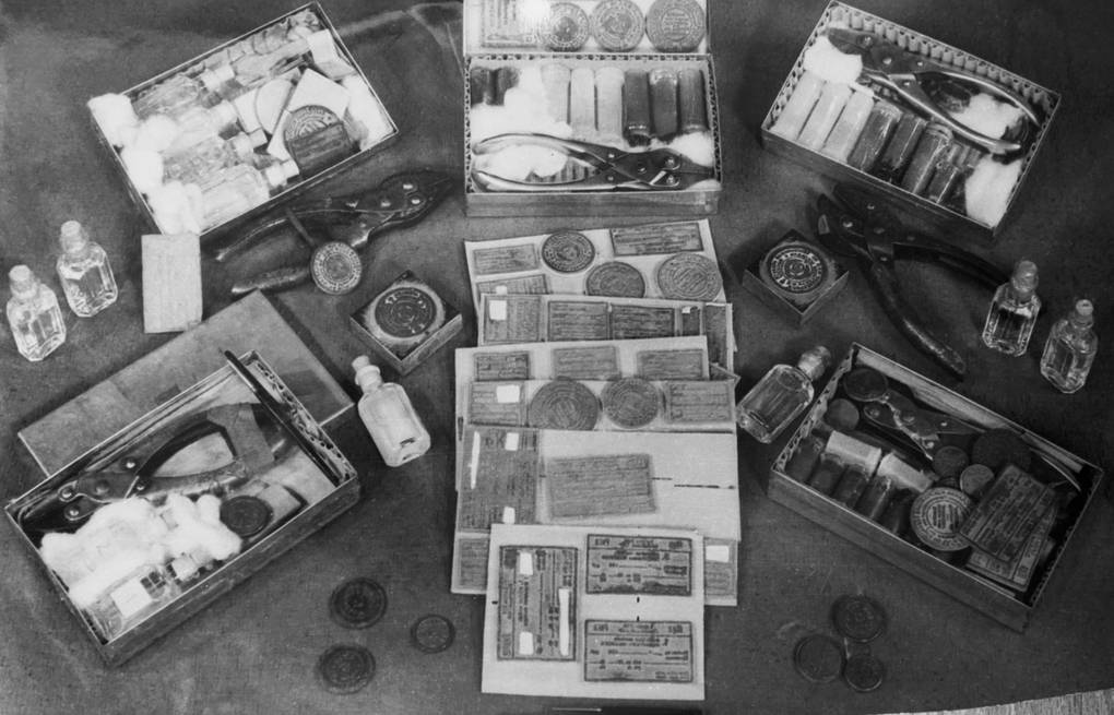 Seized spy gear, 1960  TASS