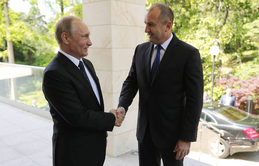 Russian President Vladimir Putin and Bulgarian President Rumen Radev Mikhail Klimentyev/Russian Presidential Press and Information Office/TASS