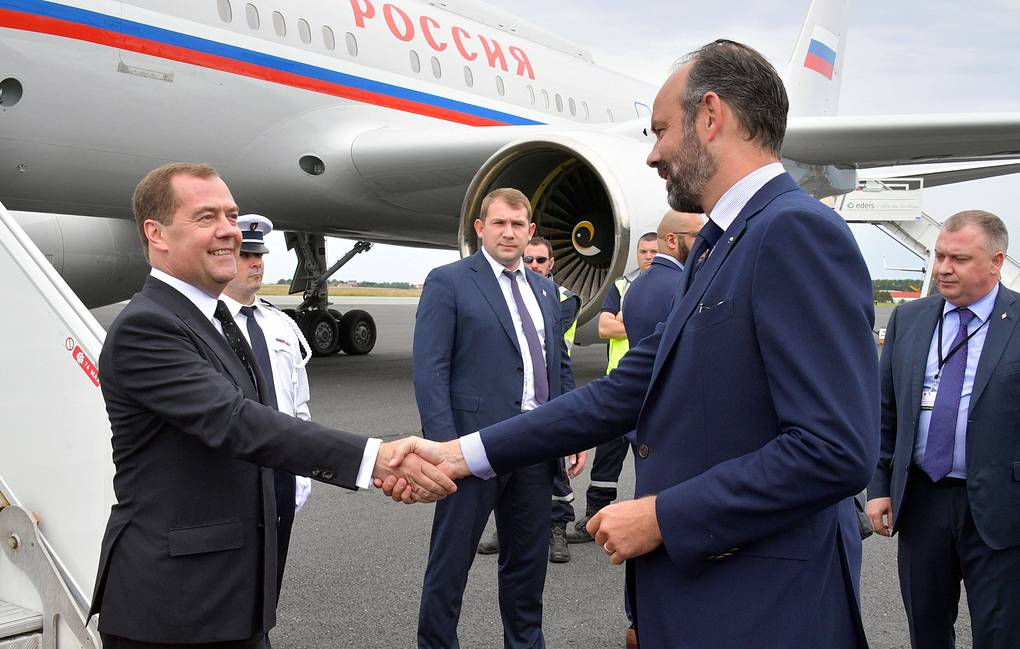 Russia's Prime Minister Dmitry Medvedev is welcomed by France's Prime Minister Edouard Philippe Alexander Astafyev/Russian Government Press Office/TASS
