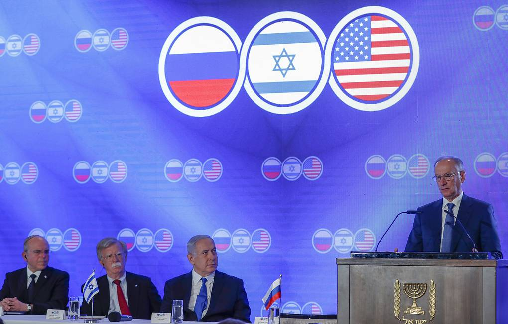 Russian Security Council Secretary Nikolai Patrushev speaking next to Israeli Prime Minister Benjamin Netanyahu, US National Security Advisor John Bolton and Israeli National Security Advisor Meir Ben-Shabbat EPA-EFE/ATEF SAFADI