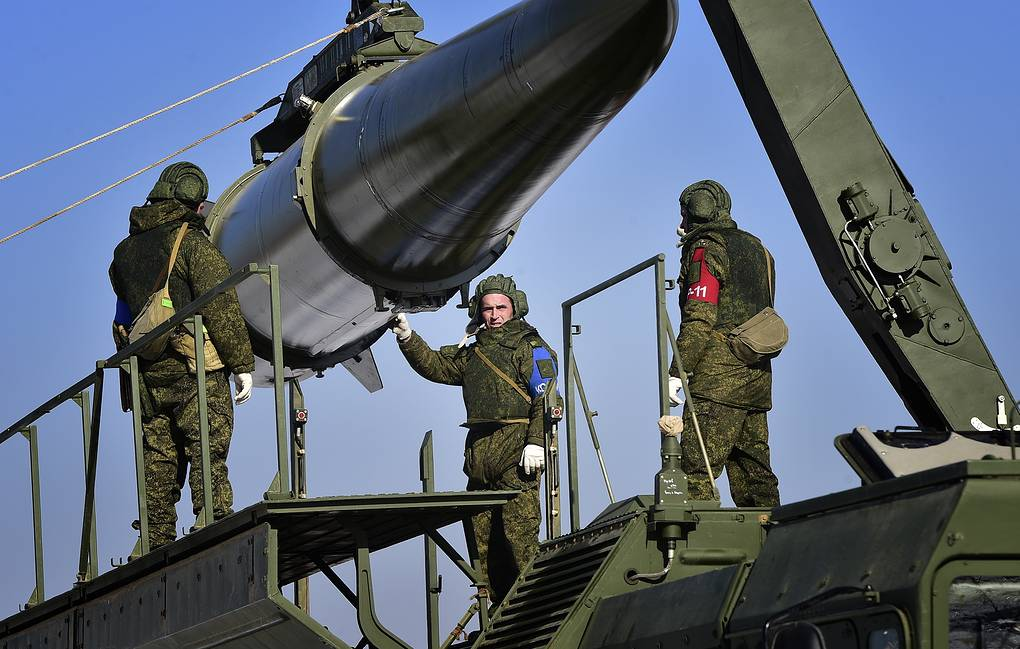 Russia's top brass inks deal on delivery of missiles for