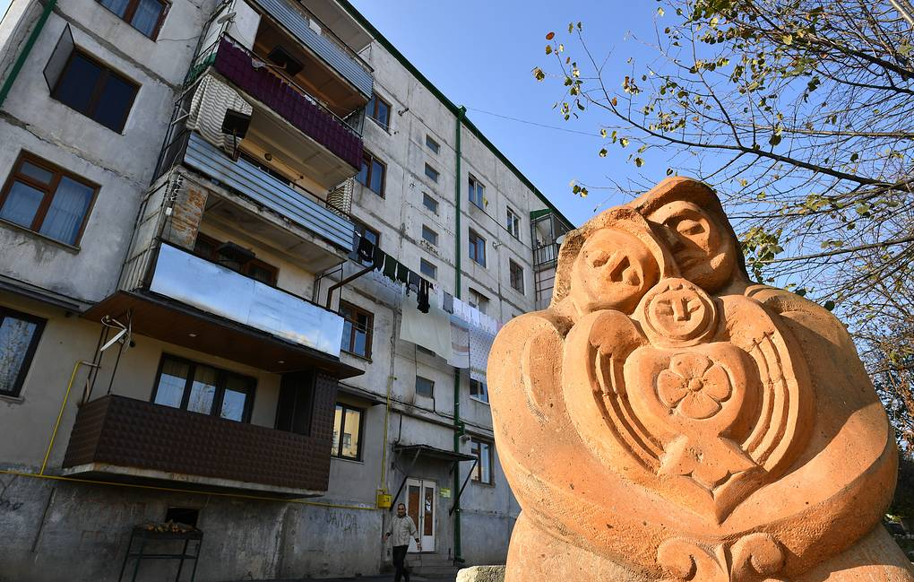 A sculpture near one of the buildings in Stepanakert  Maxim Grigoryev/TASS