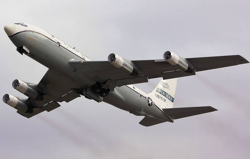 "Американский самолет авиационного наблюдения OC-135B ""Открытое небо"" Tim Felce (Airwolfhound) via Wikimedia Commons"