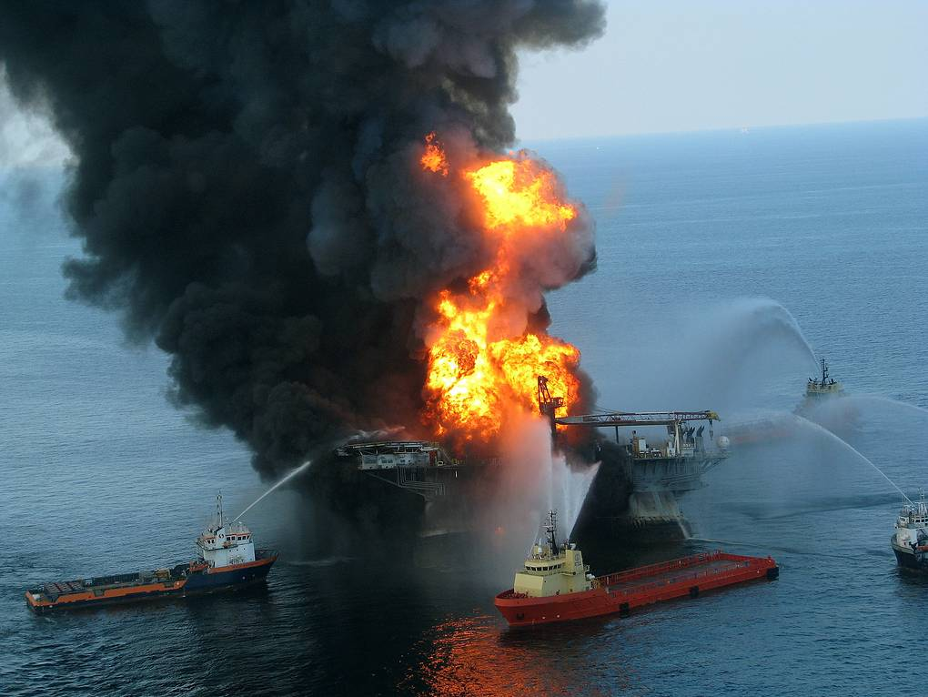 Пожар на буровой платформе Deepwater Horizon, 2010 год U.S. Coast Guard via Getty Images