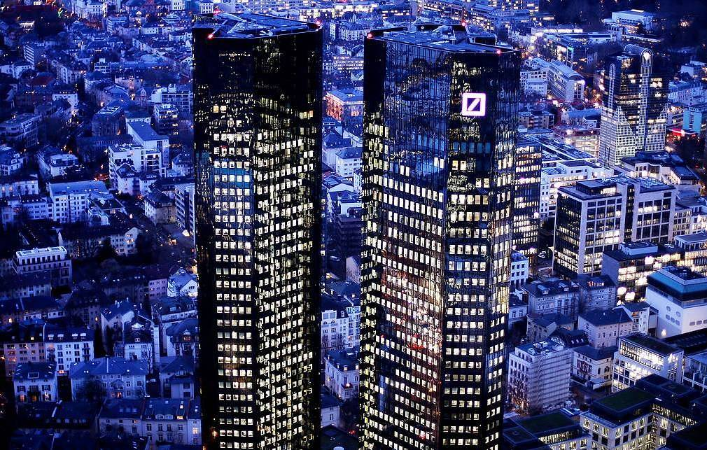 Здание Deutsche Bank AP Photo/Michael Probst