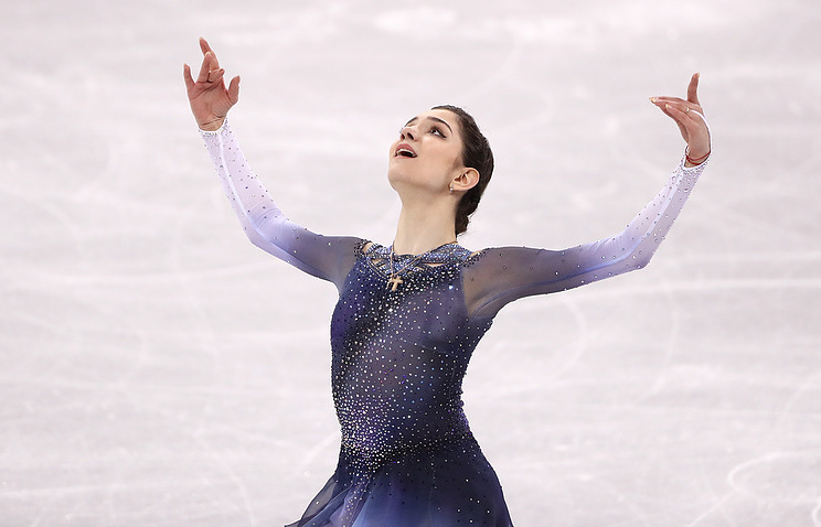 Russian female figure skater wins team short dance with world record