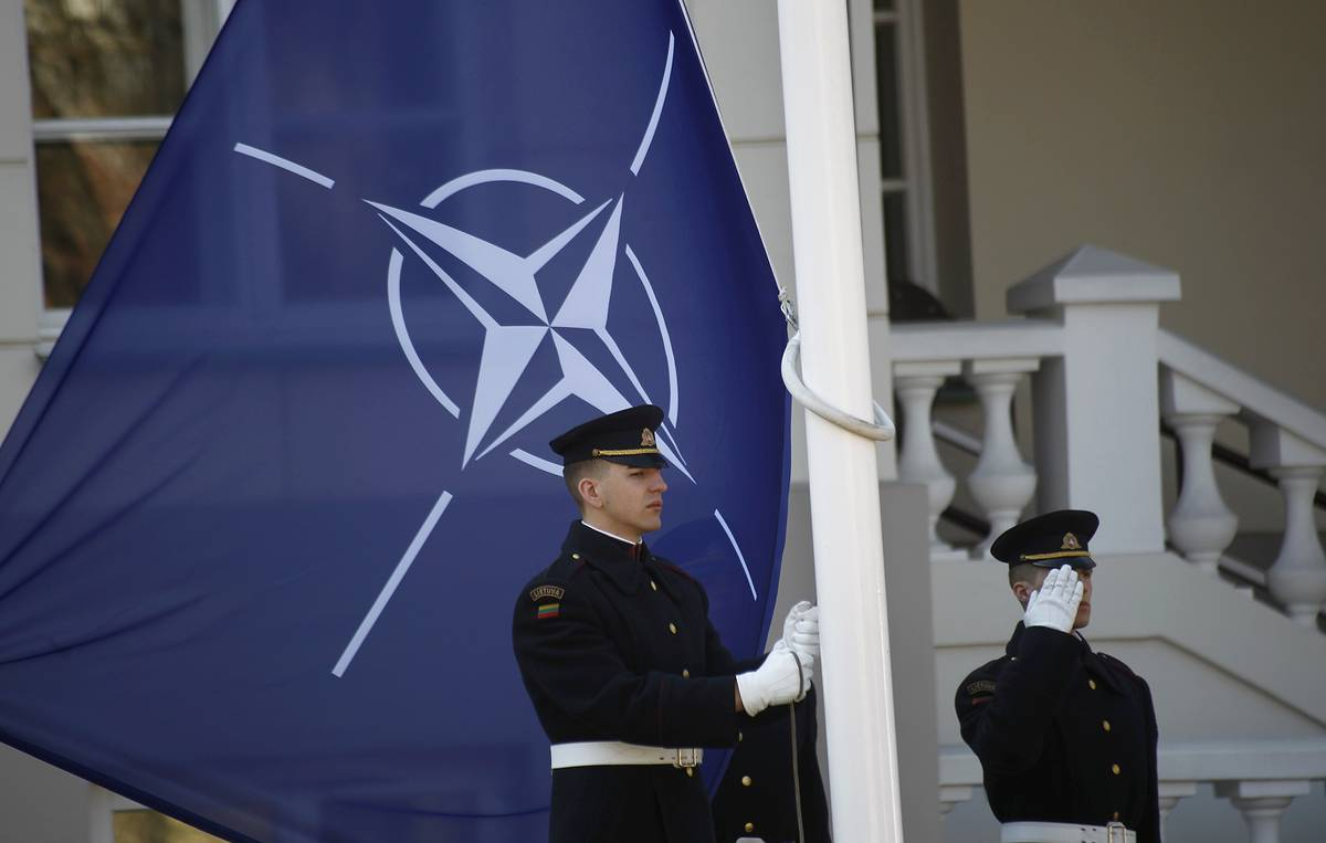 Russia vows to beef up western border amid rising tensions with NATO
