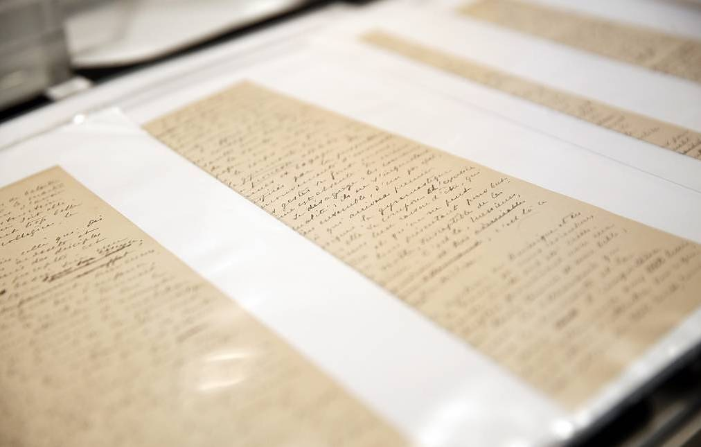 Russian tycoon Usmanov donates Pierre de Coubertin's original manuscript to Olympic Museum