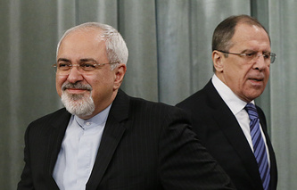 Sergei Lavrov (R) and Javad Zarif (archive)