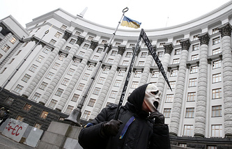 A protester in front of the Cabinet building in Kiev