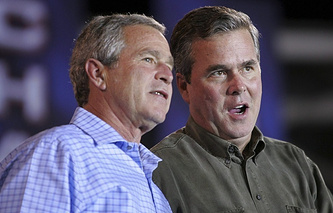 George W. Bush (L) and Jeb Bush (R)