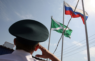 Ceremony of lowering Russian Customs Service flag at a border crossing between Russia and Kazakhstan (archive)