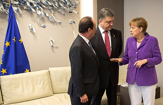 French President Francois Hollande Ukrainian President Petro Poroshenko and German Chancellor Angela Merkel