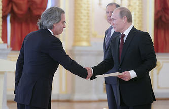 Argentine Ambassador in Moscow Pablo Tettamanti (left) and Vladimir Putin (archive)