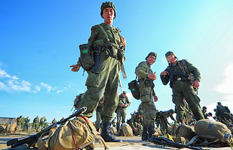 Russian servicemen during the snap check