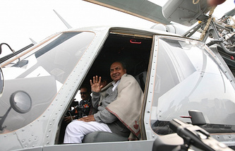 Indian Defense Minister in a Russian Mi-17-V5 helicopter (archive)