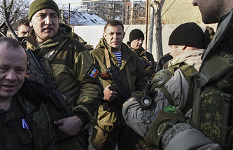 Head of the self-proclaimed Donetsk People Republic Alexander Zakharchenko surrounded by guards near the Donetsk airport