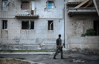 Damaged building in the town Avdeevka, near Donetsk, Ukraine (archive)