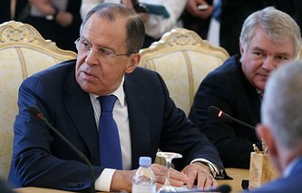 Russian Foreign Minister Sergey Lavrov (left)