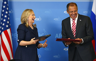 US Secretary of State Hillary Clinton (L) and Russia's Foreign Minister Sergey Lavrov in 2012
