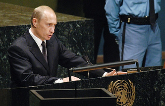 Vladimir Putin delivers his address at the 58th Session of the United Nations General Assembly in New York city, 25 September 2003 (archive)