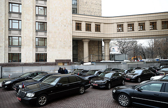 Cars of foreign ambassadors to Russia outside the Russian Foreign Ministry offices