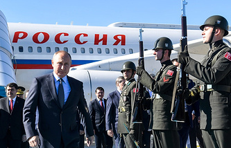 Russian President Vladimir Putin arrives in Istanbul