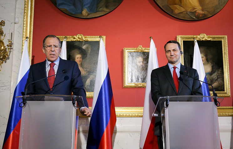 Russian Foreign Minister Sergey Lavrov (L) and Polish Foreign Minister Radoslaw Sikorski (R) at a press conference after a meeting in Warsaw