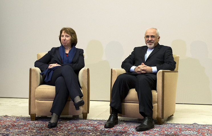 EU High Representative for Foreign Affairs Catherine Ashton (L) and Iranian Foreign Minister Mohammad Javad Zarif (R)