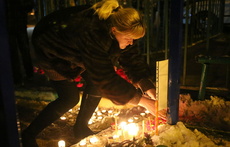 People mourn Moscow school shooting victims