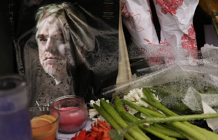 A makeshift memorial outside the building where the body of actor Philip Seymour Hoffman was found in New York