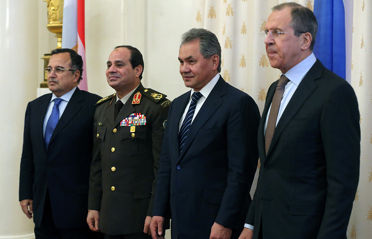 Russian Foreign Minister Sergei Lavrov (R), Russian Defense Minister Sergei Shoigu (2-R), Defense Minister of Egypt Abdulfattah Al Sisi (2-L) and Egyptian Foreign Minister Nabil Fahmy (L)
