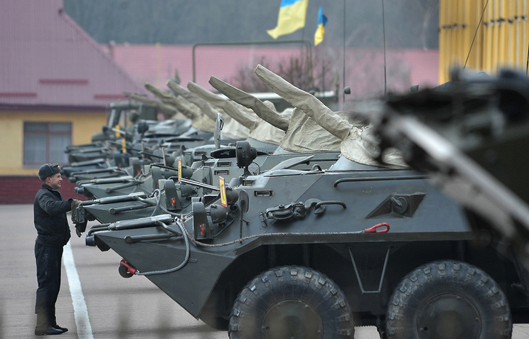 Ukrainian armored vehicles on a military base in Lviv (archive)