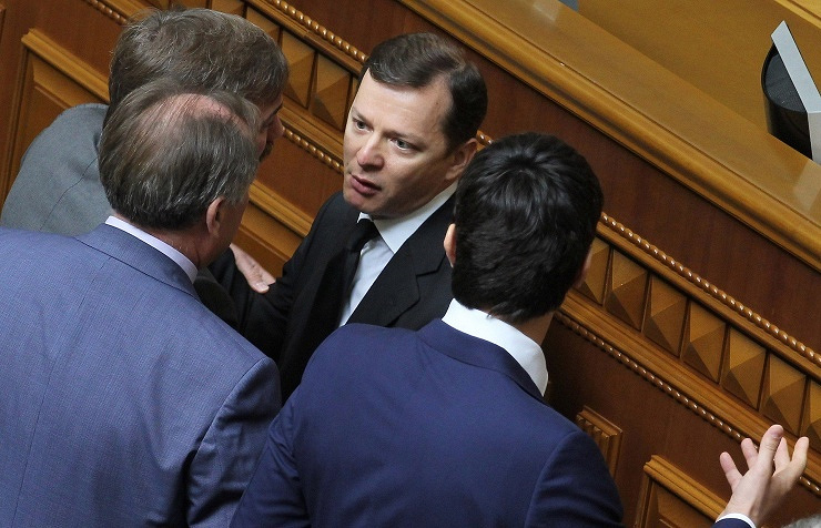 Oleh Lyashko (center)