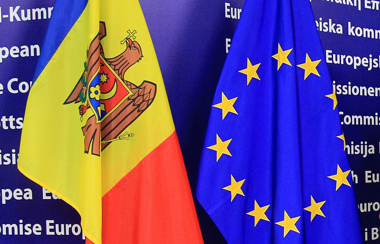 Flags of Moldova and the EU (archive)