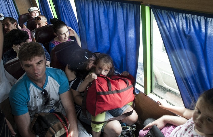 Refugees fleeing besieged Sloviansk