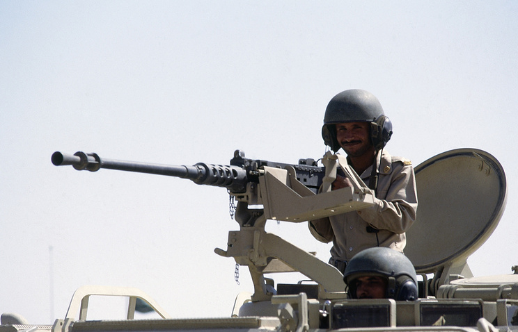 A Saudi Arabian soldier manning a heavy machine gun (archive)