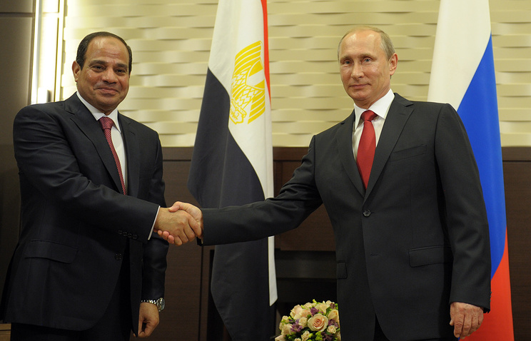 Russian President Vladimir Putin (right) and his Egyptian counterpart Abdel Fattah al-Sisi