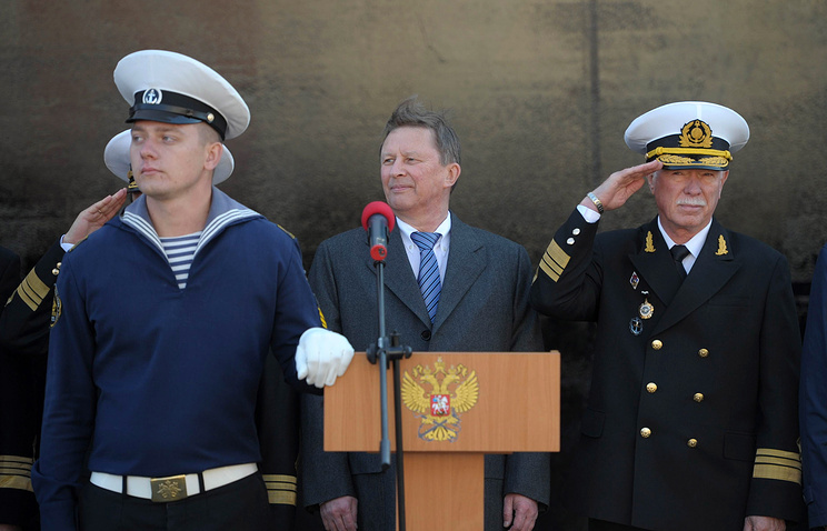 Sergey Ivanov (center) during his tour of Russia's Far East