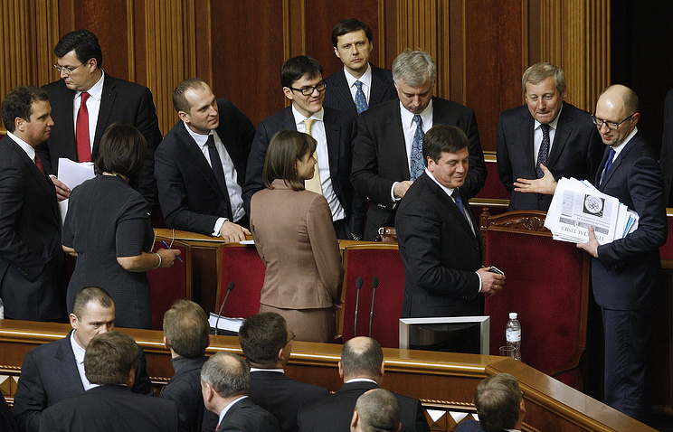 Ukraine's prime minister Arseniy Yatsenyuk talking to newly appointed government members at a meeting of the Ukrainian parliament