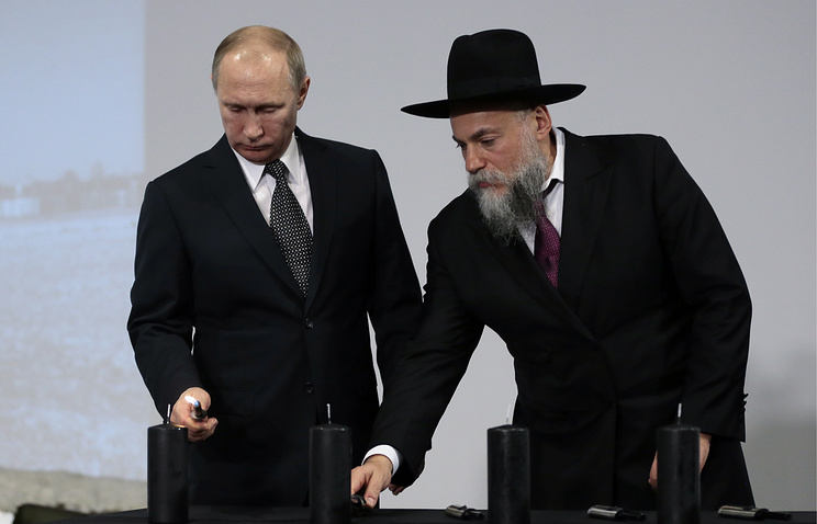 Russia's president Vladimir Putin and Alexander Boroda, general director of the Jewish Museum and Tolerance Center