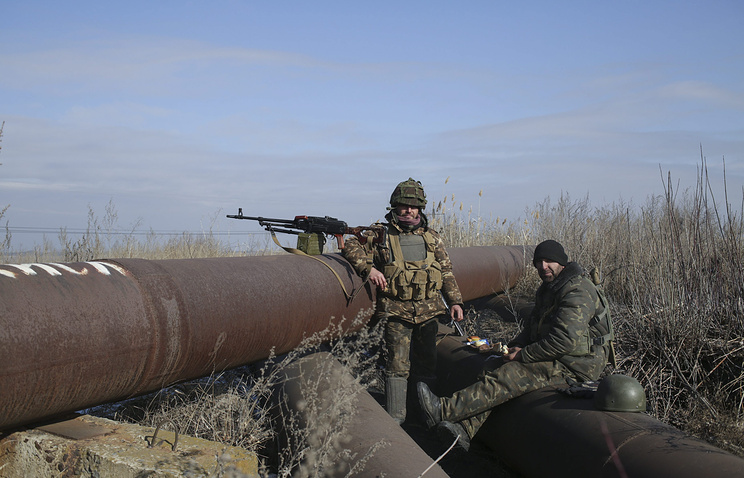 Armed men seen in eastern Ukraine (archive)