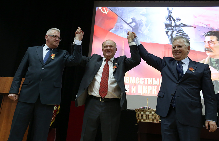 Ukrainian Communist Party leader Pyotr Simonenko (right) with leaders of Communist parties of Russia (center) and Belarus (left), March 28, 2015