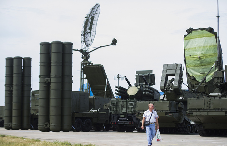 S-400 missile system at an arms exhibition in 2014