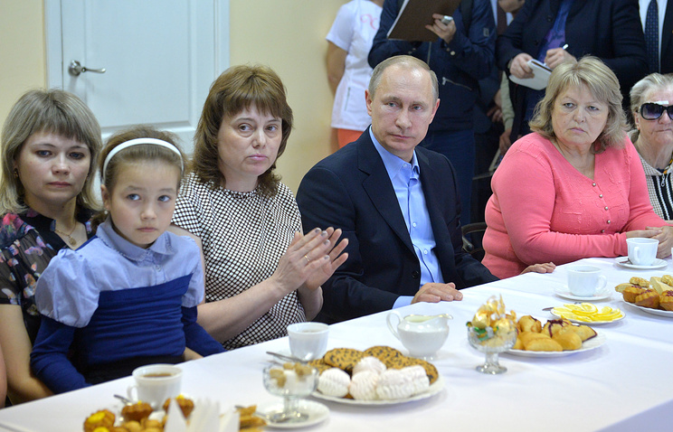 Vladimir Putin having tea with people that suffered from wildfires in Russia's Siberia
