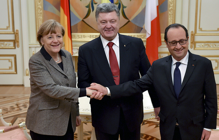 Germany's Chancellor Angela Merkel, Ukraine's President Petro Poroshenko and France's President Francois Hollande (archive)