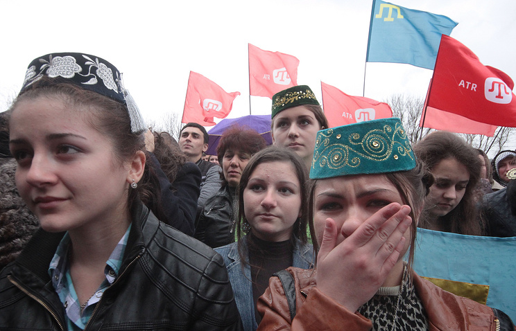 Local residents hold a rally in support of ATR Crimean Tatar TV channel, March 31, 2015