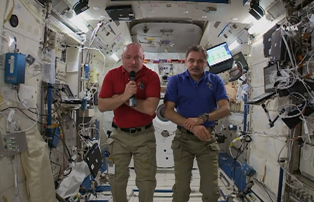 Russian cosmonaut Mikhail Kornienko (right) and US astronaut Scott Kelly